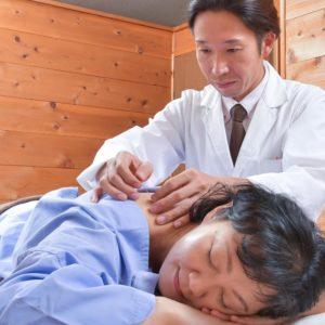 鍼灸の施術の様子